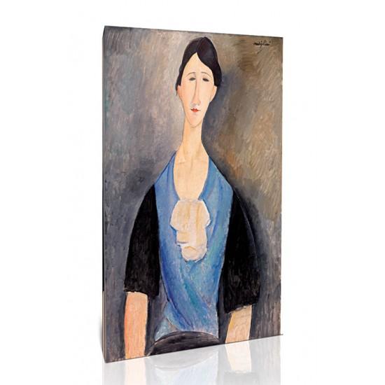 אישה צעירה לבושה כחול