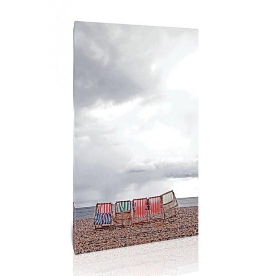 כיסאות על החוף