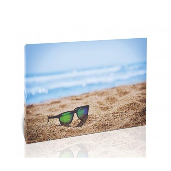משקפי שמש על החוף