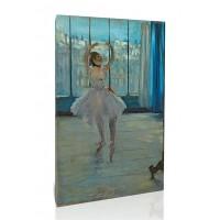 רקדנית מדגמנת לצלם