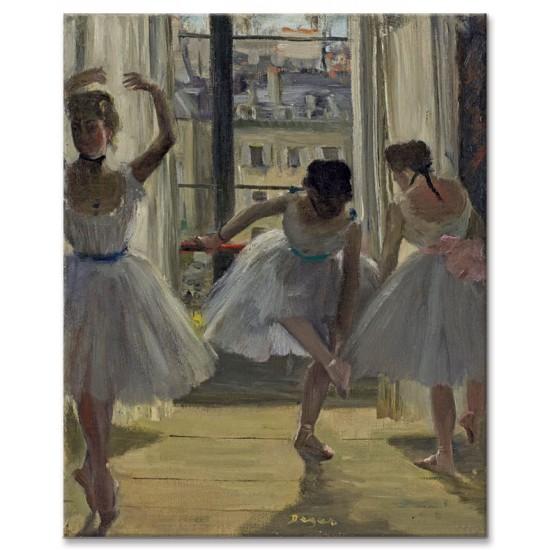 שלוש רקדניות באולם החזרות