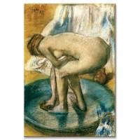 אישה רוחצת באמבט רדוד