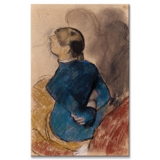 אישה צעירה בכחול