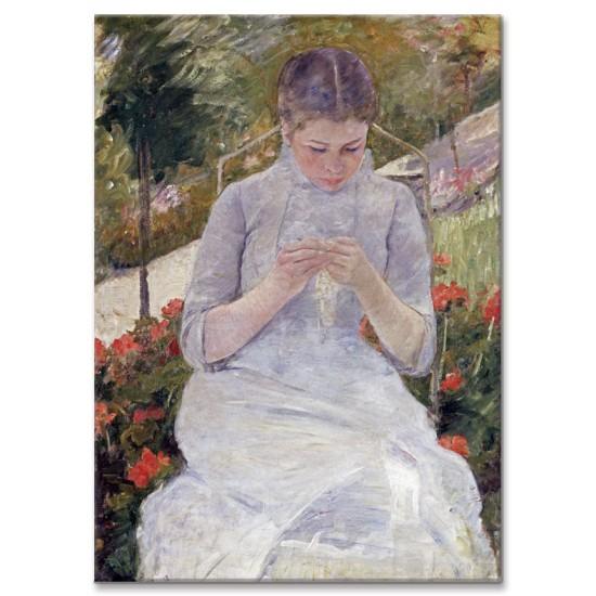 בחורה תופרת בגינה