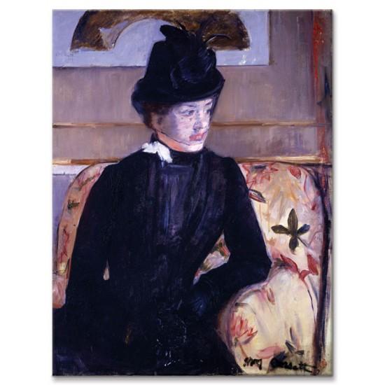 אישה צעירה בשחור