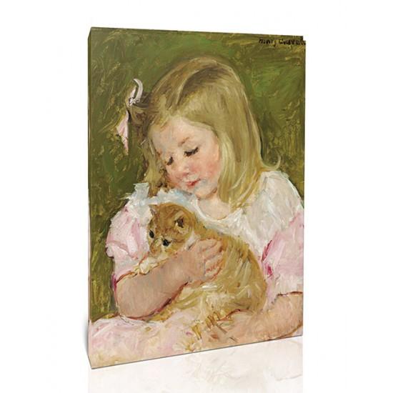 שרה מחזיקה חתול