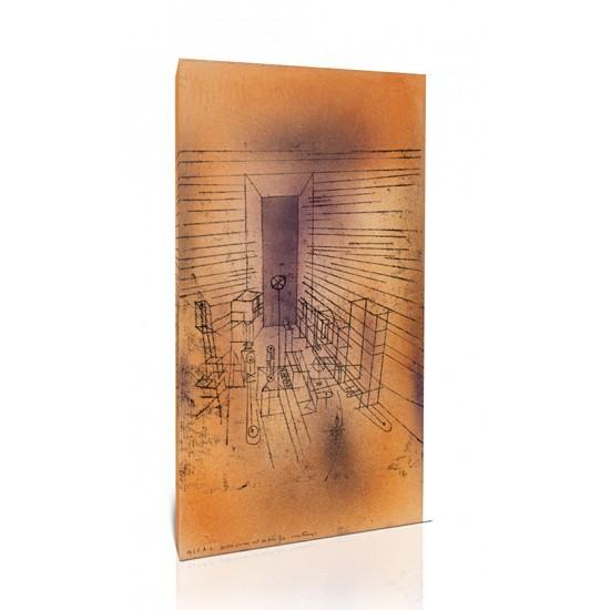 חדר רפאים עם הדלת הגבוהה