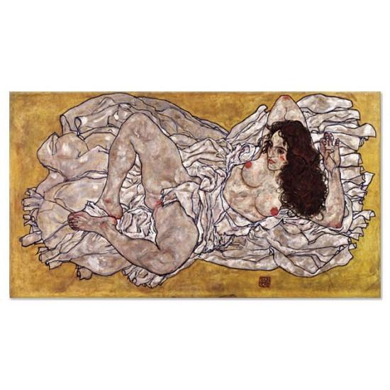 אישה עירומה שרועה על גבה
