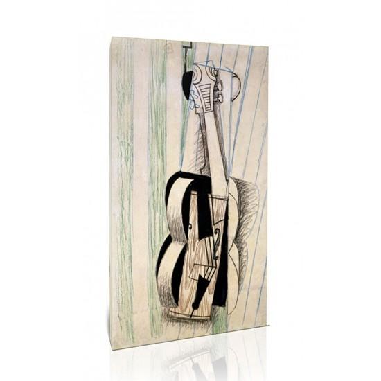 כינור תלוי על קיר