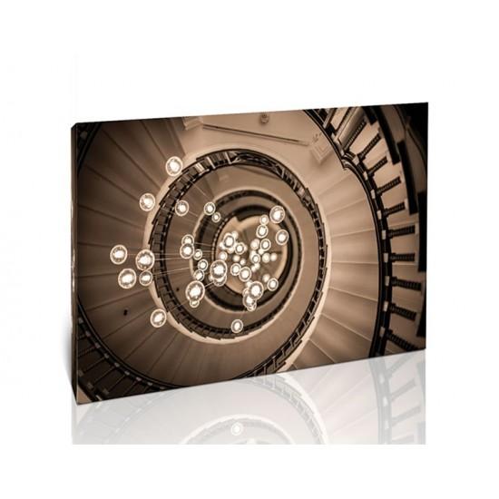 נברשת ומדרגות