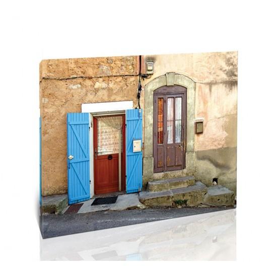 שתי דלתות, פרובאנס