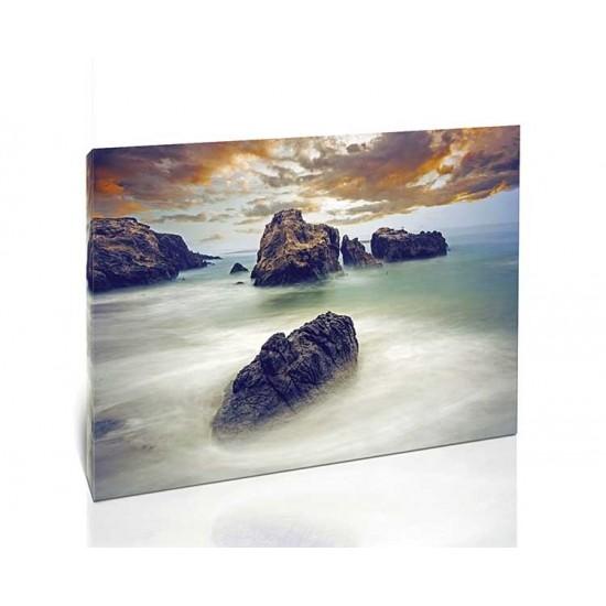 סלעים על החוף