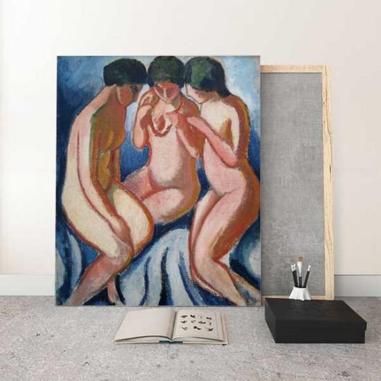 שלוש נשים עירומות מול רקע כחול