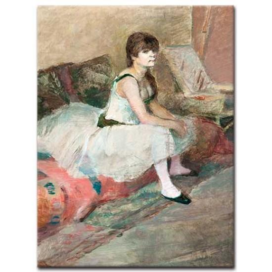 רקדנית יושבת על ספה ורודה